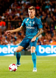 Toni Kroos during the spanish Super Cup match between F. Barcelona v Real Madrid, in Barcelona, on August (Photo by Urbanandsport/NurPhoto via Getty Images) Real Madrid Football Club, Real Madrid Players, Best Football Team, Football Soccer, Football Players, Toni Kroos, Equipe Real Madrid, Real Madrid Wallpapers, Barcelona