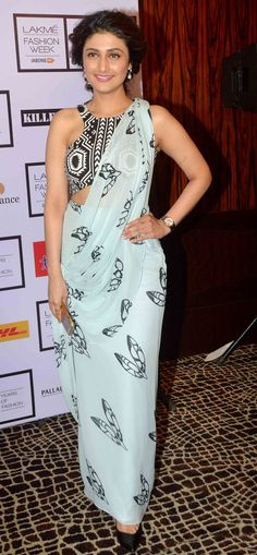 Raginni Khanna at the Lakme Fashion Week Lakme Fashion Week 2015, India Fashion Week, Beautiful Blouses, Beautiful Dresses, Nice Dresses, Indian Attire, Indian Outfits, Ragini Khanna, Saree Draping Styles