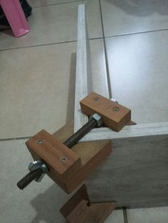 Neat corner clamps #WoodworkingTools