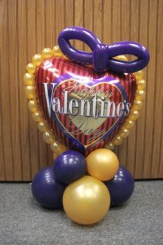 www.juneausbestballoons.com Bubble Ring. Balloon Centerpiece. Designed by Balloons by Night Moods in Juneau, Alaska 907-523-1099