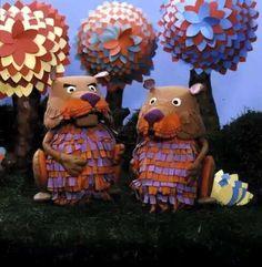 Ed en Willem Bever, twee knutselaars uit de Fabeltjeskrant (tv programma van 5 á 10 minuten, voor kinderen, dagelijkse uitzending met actualiteiten  van de dag ).