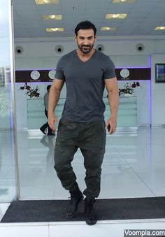 John Abraham smiles for the paparazzi for Dishoom promotions. via Voompla.com Bollywood Stars, Bollywood Fashion, Beard Boy, John Abraham, Actor John, Indian Celebrities, Sexy Men, Hot Men, Hot Guys