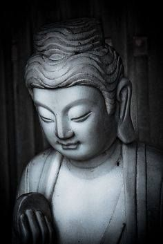 What a lovely serene face - Buddha