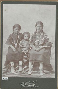 Unidentified Native American children - No date - Photographer unknown. Native Child, Native American Children, Native American Wisdom, Native American Pictures, Native American Beauty, American Indian Art, Native American Tribes, Native American History, American Indians