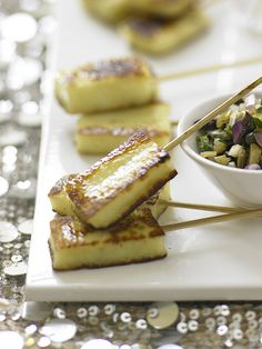 Halloumi skewers with parsley and lemon salsa This is the perfect vegetarian snack to serve with drinks and cocktails. The halloumi is wonderful with the concentrated taste of the preserved lemons. Get ahead by making the salsa in the morning. Tapas, Vegetarian Canapes, Vegetarian Wedding Food, Vegetarian Buffet, Bbc Good Food Recipes, Yummy Food, Nibbles For Party, Mini Foods, Appetisers