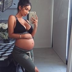 Pregnancy Pictures First Trimester - Pregnancy Food For Picky Eater - Pregnancy Goals Winter - Pregnancy Shirts Thanksgiving Cute Maternity Outfits, Stylish Maternity, Maternity Pictures, Maternity Wear, Maternity Fashion, Maternity Styles, Pregnancy Goals, Pregnancy Outfits, Pregnancy Photos