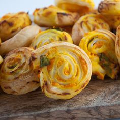 Vegan Pumpkin Basil Pinwheels - Recipe for super quick and easy vegan Pumpkin Basil Pinwheels. Made with vegan puff pastry. They are the perfect snack for parties.