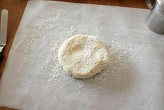 good cookie base is an essential component of perfectly decorated sugar cookies. It takes a little practice, but with the right recipe and a few tips it's very easy to bake perfect sugar cookies very time. Best Sugar Cookie Recipe, Best Sugar Cookies, Cookie Recipes, Cookie Ideas, Kinds Of Cookies, How To Make Cookies, Frozen Cookies, Cake Cookies, Frosting Tips