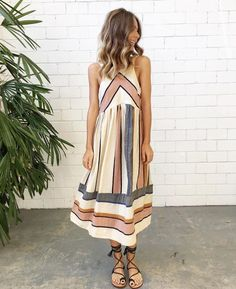 Try these ideas for Boho-chic summer outfits. For more, check the images of Stylish Boho-Chic Summer Outfits to Look Gorgeous. Komplette Outfits, Spring Outfits, Spring Clothes, Spring Dresses, Fashion Outfits, Boho Summer Dresses, Dress Fashion, Fashion 2017, Fashion Clothes