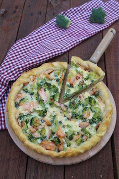 Torta salata con broccoli e salmone