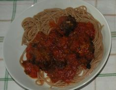 Spagetti mit Tomatensauce und Bärlauch-Fleischbällchen