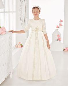 Vestido comunión de esterilla rustica. Disponible en color marfil.