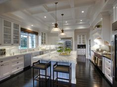 California kitchen.  Now that's a kitchen!