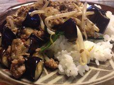 茄子とモヤシの炒めものご飯