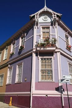 A picturesque house on Cerro Concepcíon - Valparaíso, Chile.