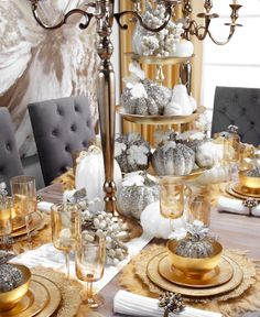 Of all the fabulous Thanksgiving tabletop setting I saw, Khloe Kardashian's table was my absolute favorite. First of all, that dining table + chair combo is Christmas Table Settings, Christmas Tablescapes, Holiday Tables, Fall Table, Thanksgiving Table, Thanksgiving Decorations, Christmas Decorations, Beautiful Table Settings, Dining Table Chairs