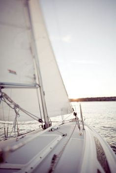 Across the vast ocean I come.little sailboat, don't let me down! Sails full, wind free, and gentle sound of water. Photo Deco, Yacht Boat, Sailing Yachts, Sailing Trips, Sailing Boat, All Nature, Sail Away, Set Sail, Catamaran