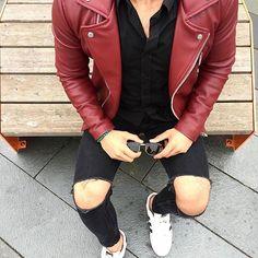 or ? Follow us @menstreetstylemag  by @faisal_tufan ______________________________ #menstreetstylemag #menwithstreetstyle #streetfashion #mensstyle #mensfashion #streetstyle #streetwear #blvckfashion #streetwearfashion #menwithstyle #mensfashionppst #menswear #menwithclass #menwear #fashionformen #mensweardaily #menstyleguide #mensclothing #ootdmen #ootd #gq #dope #urbanfashion #urbanwear #urbanclothing #streetlook