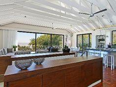 Eine große, helle Küche, die Lust auf leckere Menüs macht - Villa für bis zu 10 Personen in Camps Bay, Südafrika. Objekt-Nr. 456046vb