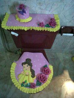 Juegos de baño en foami Bathroom Crafts, Bathroom Sets, Bathroom Stuff, Casa Disney, Princess Crafts, Sewing Projects, Projects To Try, Toilet Paper Roll, Paper Cover