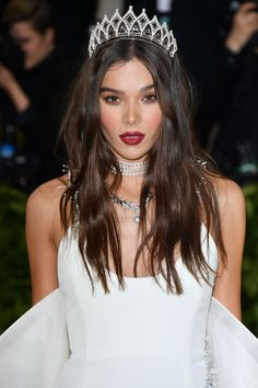Hailee Steinfeld attends the Heavenly Bodies: Fashion & The Catholic Imagination Costume Institute Gala at Metropolitan Museum of Art on May 2018 in New York City. High Fashion Photography, Glamour Photography, Lifestyle Photography, Editorial Photography, Hailee Steinfeld, Kate Bosworth, Taylor Hill, Barbara Palvin, Emilia Clarke
