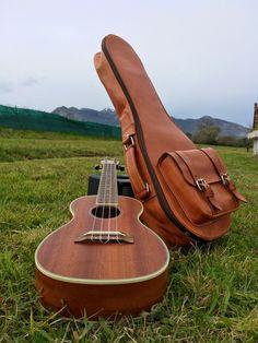 Guitar Photography, Gopro Photography, Mobile Photography, Ukulele Case, Violin Case, Piano Y Violin, Uke Songs, Ukelele, Artsy Photos
