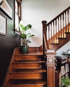 Farmhouse Stairways - Ideas for the Home Home Interior, Interior Decorating, Interior Design, Old House Decorating, Craftsman Interior, Interior Livingroom, Decoration Design, Humble Abode, Cozy House