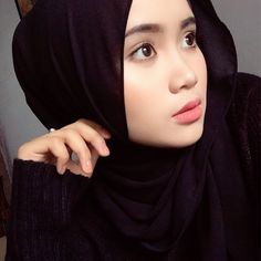 Batik Kebaya, Beauty Full Girl, Girl Hijab, Hijab Chic, Beautiful Hijab, Niqab, Sexy Jeans, Muslim Women, Girls Jeans