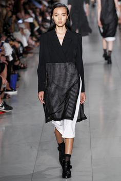 DKNY Spring 2016 Ready-to-Wear Fashion Show - Maartje Verhoef