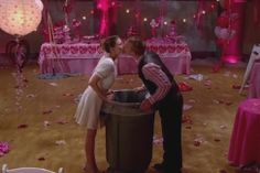 Sue and Darrin the dim-witted boyfriend. Atticus Shaffer, Eden Sher, Charlie Mcdermott, The Goldbergs, Comedy Tv, Belly Laughs, Best Couple, The Middle, Favorite Tv Shows