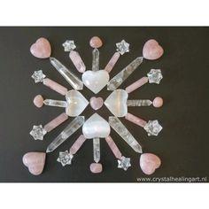 Crystals mandala made of selenite, pink quartz and clear quartz. Crystal Magic, Crystal Grid, Crystal Healing, Natural Healing, Minerals And Gemstones, Rocks And Minerals, Crystal Mandala, Les Chakras, Sacred Geometry