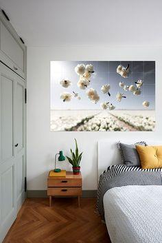 Claire Droppert is een Nederlandse fotografe die het minimalisme en eenvoud combineert in haar beelden. Claire streeft naar vooruitgang door de nieuwe technieken in de fotografie en het bewerken van de beelden. Ze geeft je toegang tot haar unieke Silence serie. Kies jouw favoriet en IXXI your world!