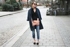 Anine Bing boyfriend jeans on Anine Bing, Everyday Outfits, Auburn, Boyfriend Jeans, Street Wear, Normcore, Urban, Chic, My Style