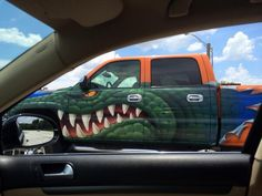 This Florida Gators fan took his dedication to the next level and painted a Gator logo on his truck. Gator Logo, Florida Gators Football, Gator Football, Florida Girl, State Of Florida, Sports Fanatics, Tim Tebow, Sports Images