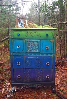 Idee per mobili funky – Recycled Furnitures Ideas Funky Painted Furniture, Painting Wooden Furniture, Refurbished Furniture, Colorful Furniture, Plywood Furniture, Repurposed Furniture, Furniture Projects, Rustic Furniture, Furniture Makeover
