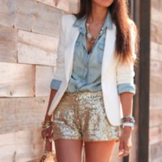 Who would've ever thought about pairing all of these pieces together would make such an cute outfit!