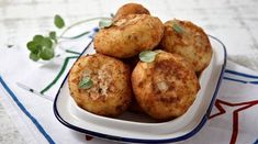 Potato croquettes with oregano - www. Greek Recipes, Vegan Recipes, Easy Recipes, Potato Croquettes, Greek Potatoes, How To Cook Chicken, Cooked Chicken, Yummy Appetizers, Party Snacks