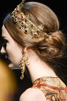 An #accessory to make you feel like a queen? Well, a #crown!
