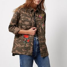 Camouflage viscose Badge appliqué Turn-up sleeves Popper front fastening Chest flap pockets
