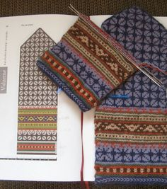 Mittens Pattern, Knit Mittens, Knitted Gloves, Fair Isle Knitting Patterns, Knitting Charts, Hand Knitting, Stitch Book, Sampler Quilts, Knitting Accessories