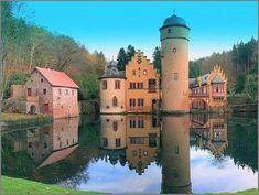 Mespelbrunn Castle, Germany (63 pieces)