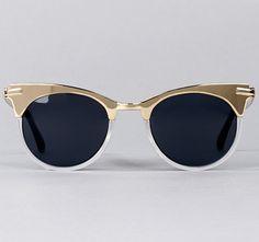 Des lunettes de soleil de golden lady