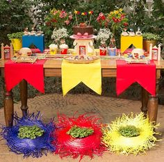 Decoração festa junina Party Decoration, Table Decorations, Farm Party, Some Ideas, Diy Party, Party Ideas, Christmas And New Year, Event Planning, Party Time