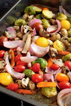 Balsamic chicken and roasted vegetables all in ONE pan. It's gluten free and low carb. You can change up the vegetables each time! This type of one-dish meal is my favorite. Hope you enjoy too! Balsamic chicken with roasted vegetables all in ONE pan. Chicken And Vegetables, Roasted Vegetables, Veggies, Cooking Recipes, Healthy Recipes, Healthy Meals, Kitchen Recipes, Simple Recipes, Fun Cooking