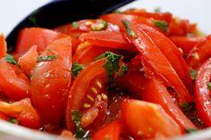 Arabischer Tomatensalat mit Minze