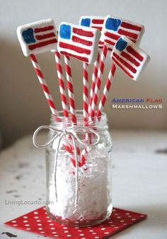 Cute American Flag Marshmallow Pops! Easy red, white and blue edible craft for a 4th of July party. LivingLocurto.com
