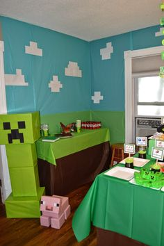 Andrew chose Minecraft for the theme of his party this year. I had a vague idea … - Minecraft World Bolo Minecraft, Minecraft Party Games, Minecraft Party Decorations, Minecraft Birthday Cake, Minecraft Crafts, Mine Minecraft, Creeper Minecraft, Minecraft Skins, Birthday Party Games