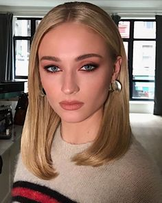 Gorgeous Sophie Turner yesterday for another 'Dark Phoenix' press day🔥 Jessica Chastain, Blonde Redhead, Blonde Hair, Beauty Makeup, Hair Makeup, Hair Beauty, Makeup Inspo, Sophie Turner, Pretty Makeup