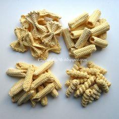 More yarn pasta Crochet Fruit, Crochet Food, Crochet For Kids, Knit Crochet, Amigurumi Patterns, Knitting Patterns, Crochet Patterns, Cupcakes, Food Patterns