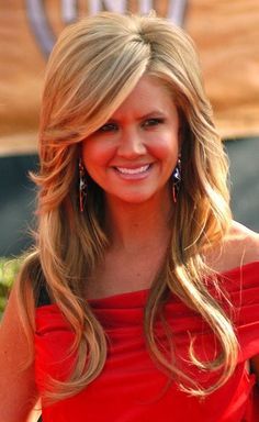 Nancy O'Dell as NADIA of PARKERJEWISH undercover to earn her new life as daughter of singer Rod Stewart was dark skinned & told Linda that she was a vegan that didn't eat Chinese take out or Pizza & when she didn't want to come anymore never called to tell Linda.